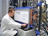 Redox-Flow Batterie im Testlabor
