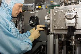 ZSW-Forscher im Labor